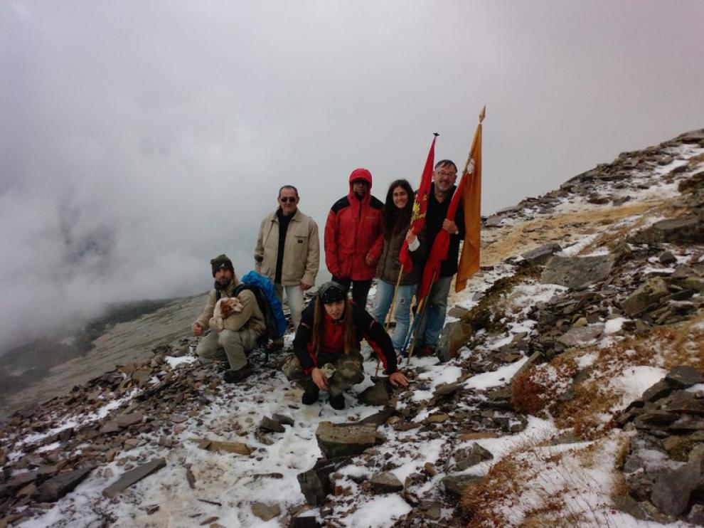 Grupo de odinistas en una de sus ascensiones al Moncayo, el que consideran su monte sagrado.