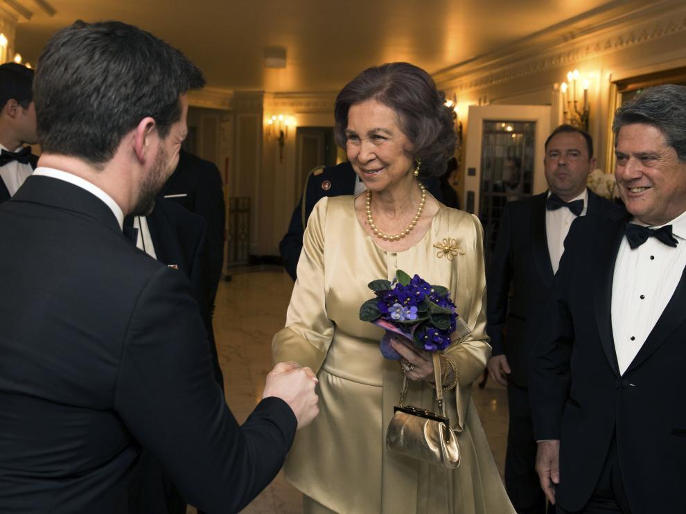 La Reina Sofía durante su llegada a la gala de la British Spanish Society en Londres.
