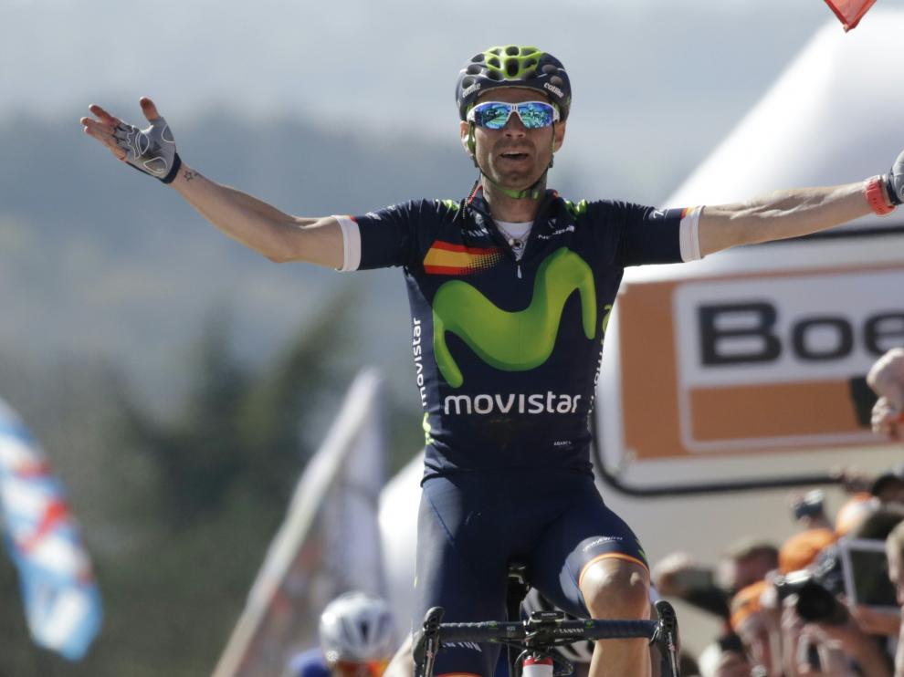 Alejandro Valverde cruzando la meta de la Flecha Valona.