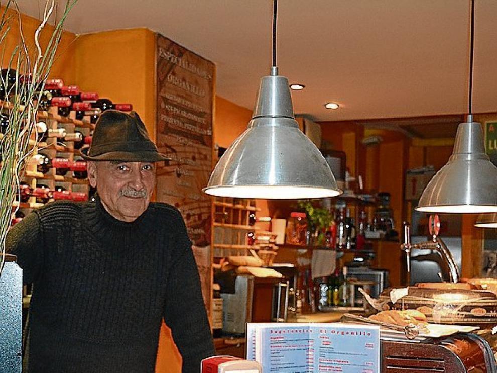 Luis Casali dirige El Organillo, en la calle de Bruno Solano.