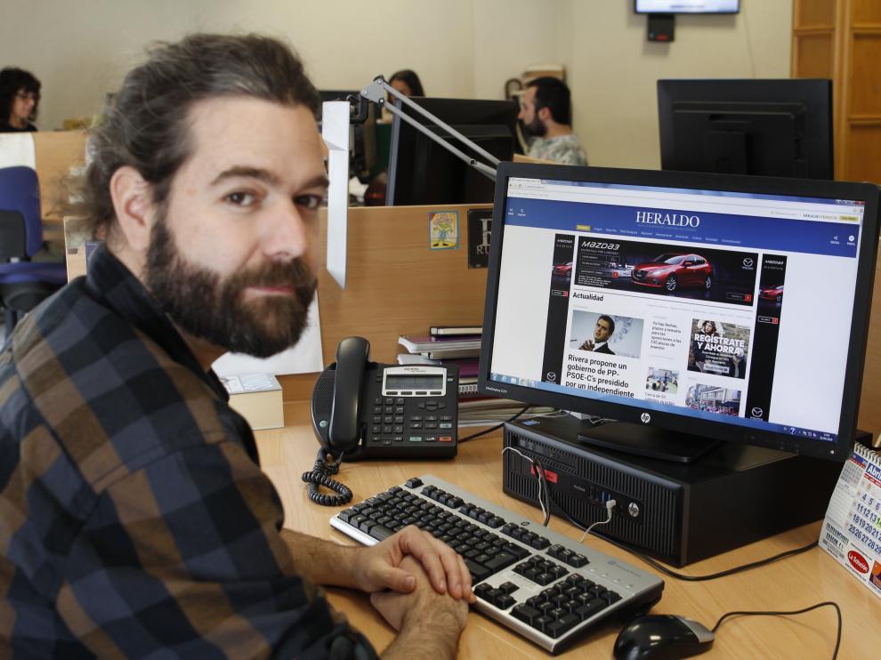 Juanma Latorre, guitarrista de Vetusta Morla, en la redacción de HERALDO.es.