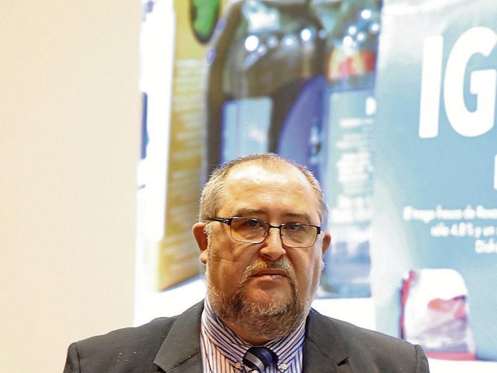 Rafael de la Fuente, con el diploma acreditativo del accésit.
