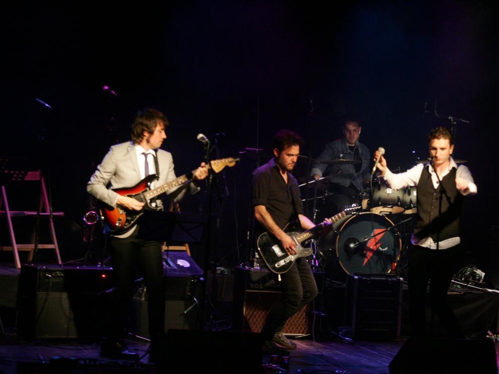 Una de las actuaciones del concierto en tributo a David Bowie en Huesca.