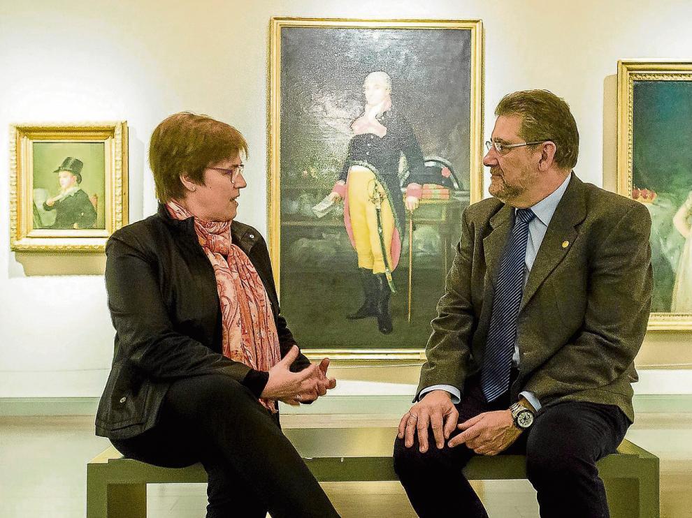 Charo Añaños y José Antonio Mayoral conversan en la sala Goya del Museo Goya-Colección Ibercaja.
