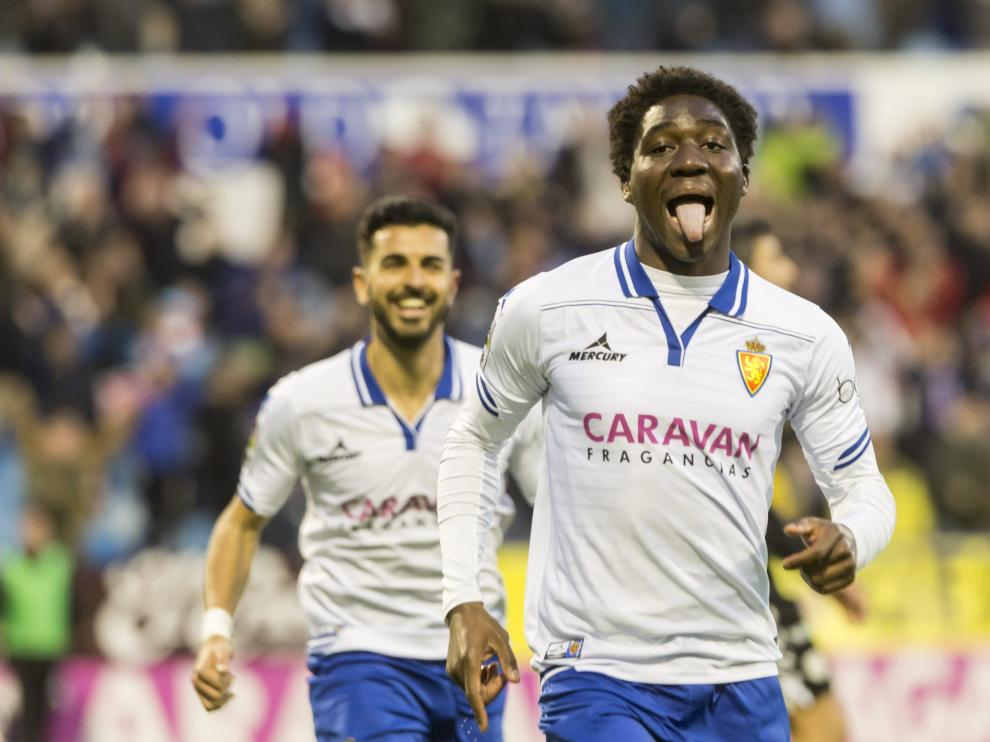 Dongou celebra su primer y último gol con el Real Zaragoza, ante el Lugo