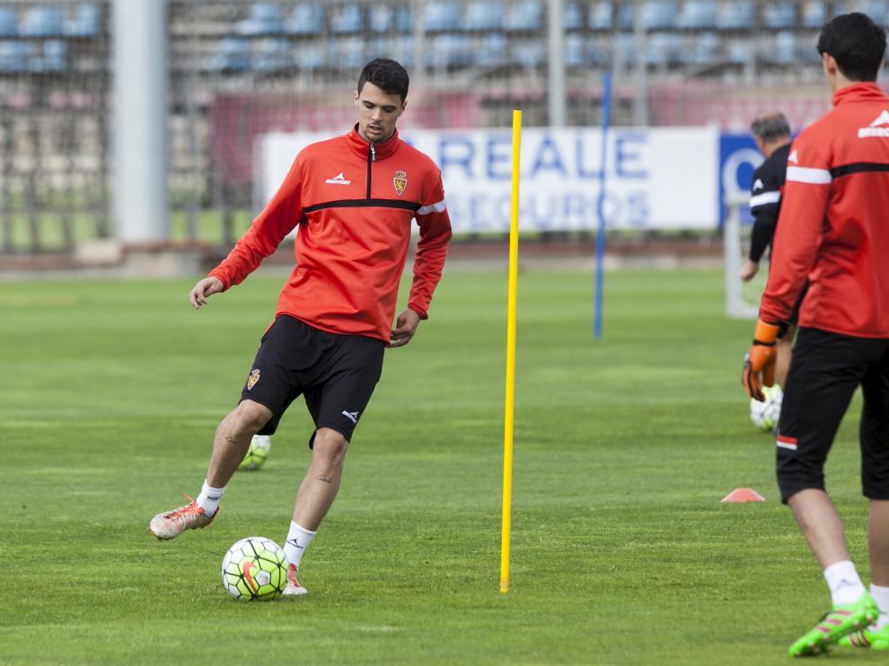Erik Morán, durante un entrenamiento del Real Zaragoza
