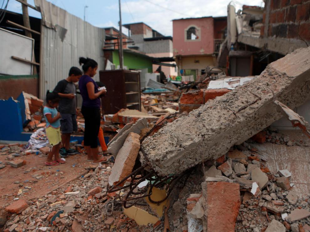 Una casa destrozada en Manta (Ecuador).
