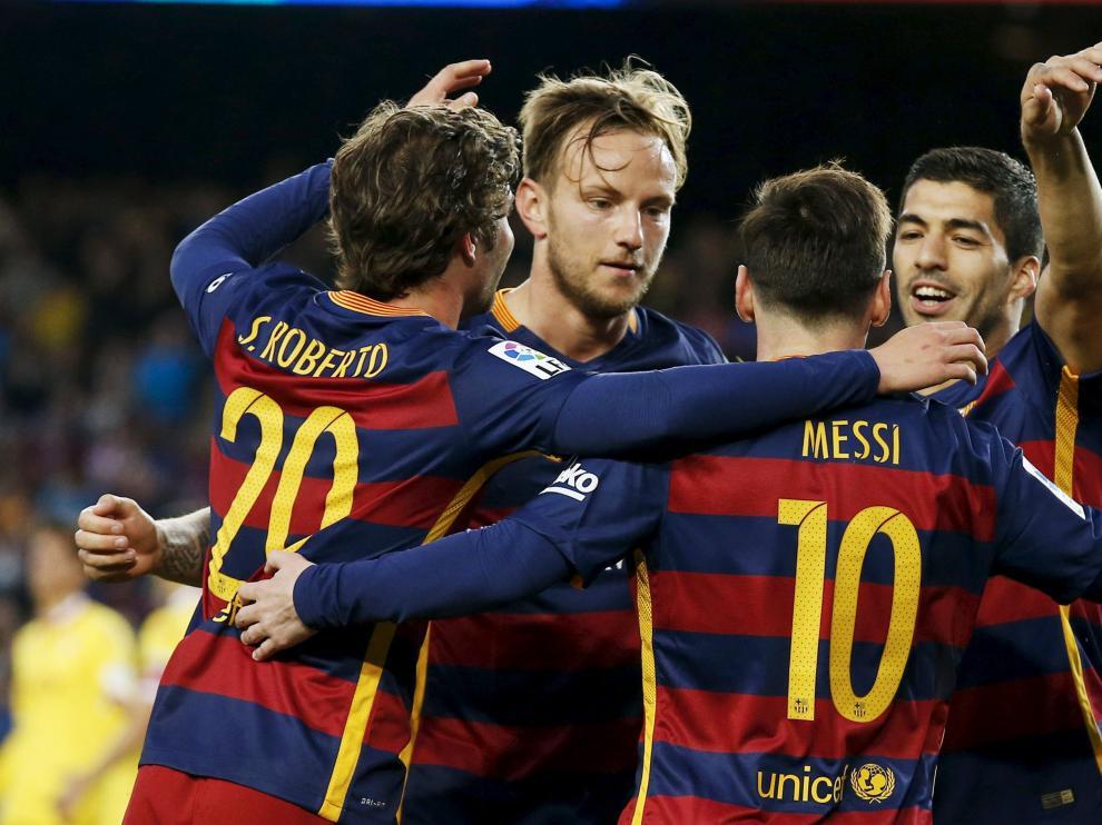 El Barça celebra durante el partido contra el Sporting Gijón