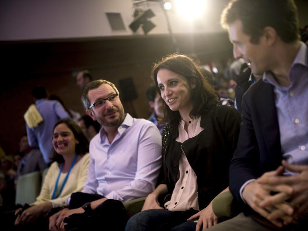 La vicesecretaria de Estudios y Programas del PP, Andrea Levi junto a el vicesecretario de Sectorial del PP, Javier Maroto (i) y el vicesecretario de Comunicación del PP, Pablo Casado