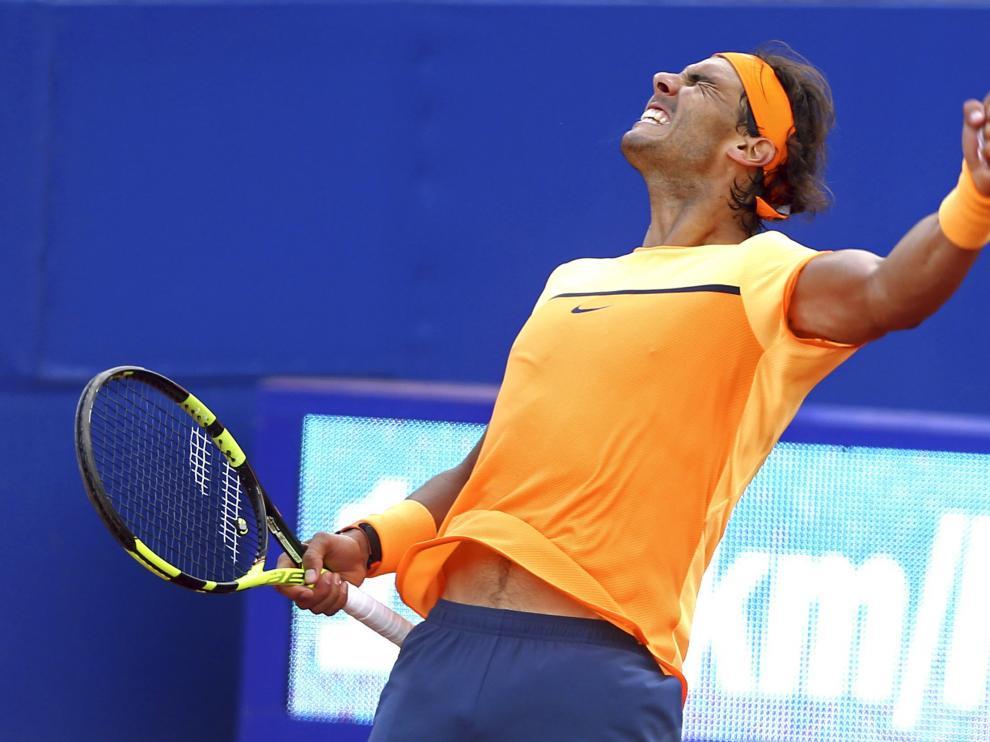 El tenista español Rafael Nadal celebra su victoria al finalizar el partido de semifinales del Barcelona Open Banc Sabadell Trofeo Conde de Godó