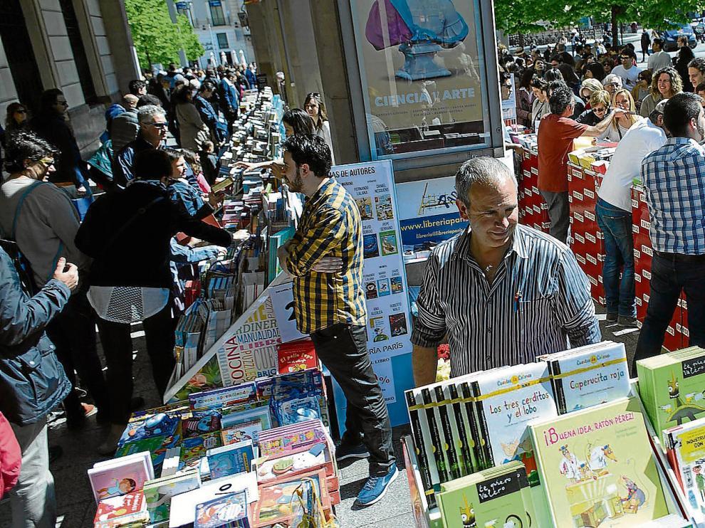 Imágenes de la reciente celebración del Día del Libro en Zaragoza.