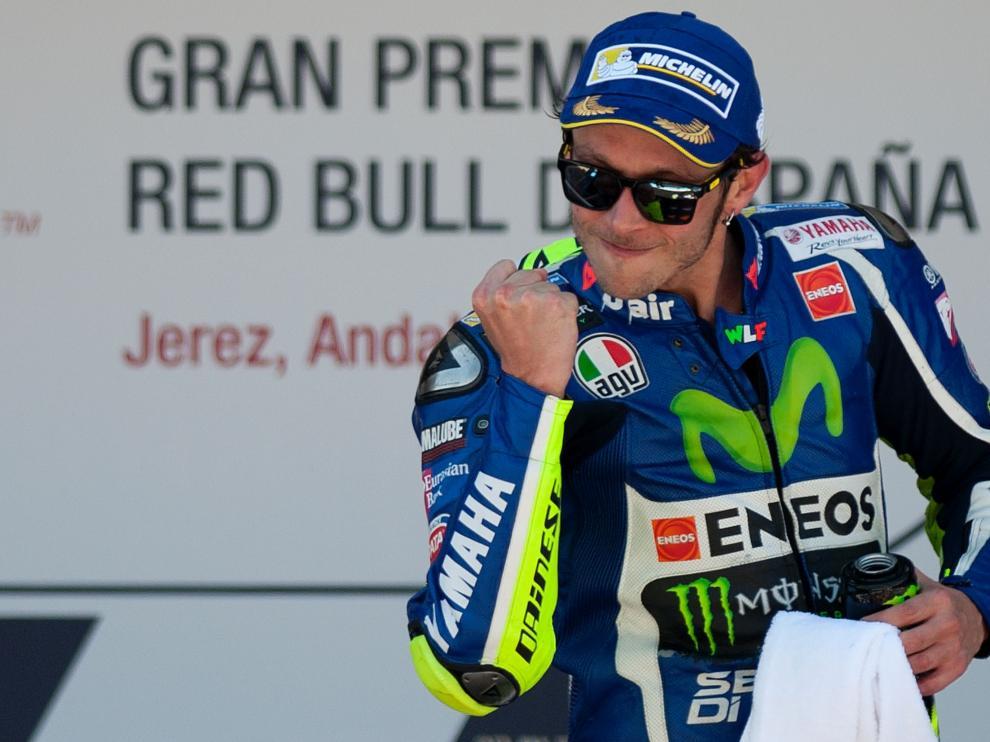 Rossi gana con autoridad