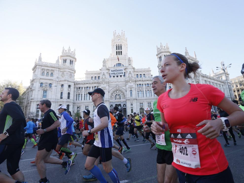 Las calles de Madrid se convierten en la mañana de hoy en la inmensa pista atlética que acoge el 39 Maratón Popular de Madrid