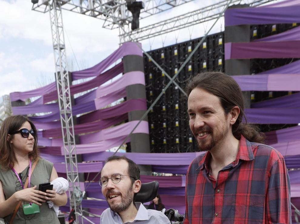 Pablo Echenique y Pablo Iglesias en la clausura de la Fiesta de la Primavera en Madrid.