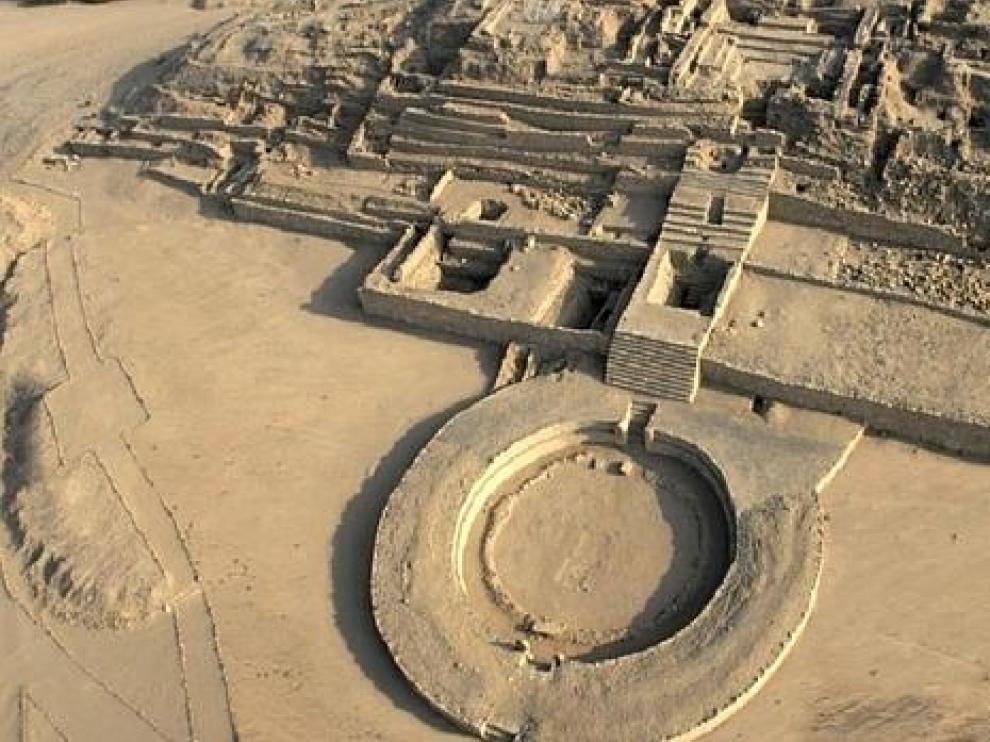 Antigua ciudad de Caral, de cuya civilización provenía la momia hallada en Perú.