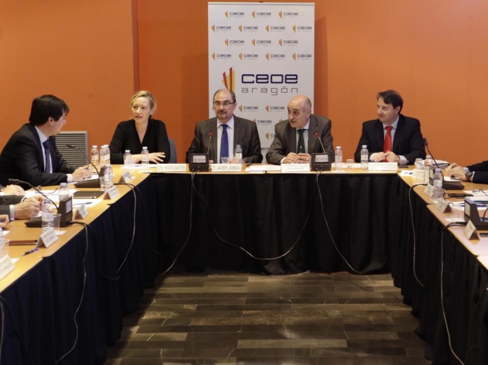 Javier Lambán en una reunión con la CEOE