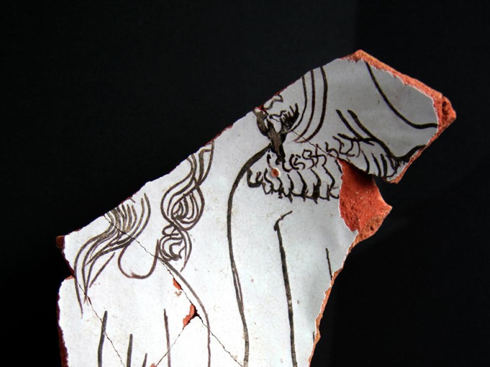 Los dibujos esquemáticos de judíos decoran la cerámica.