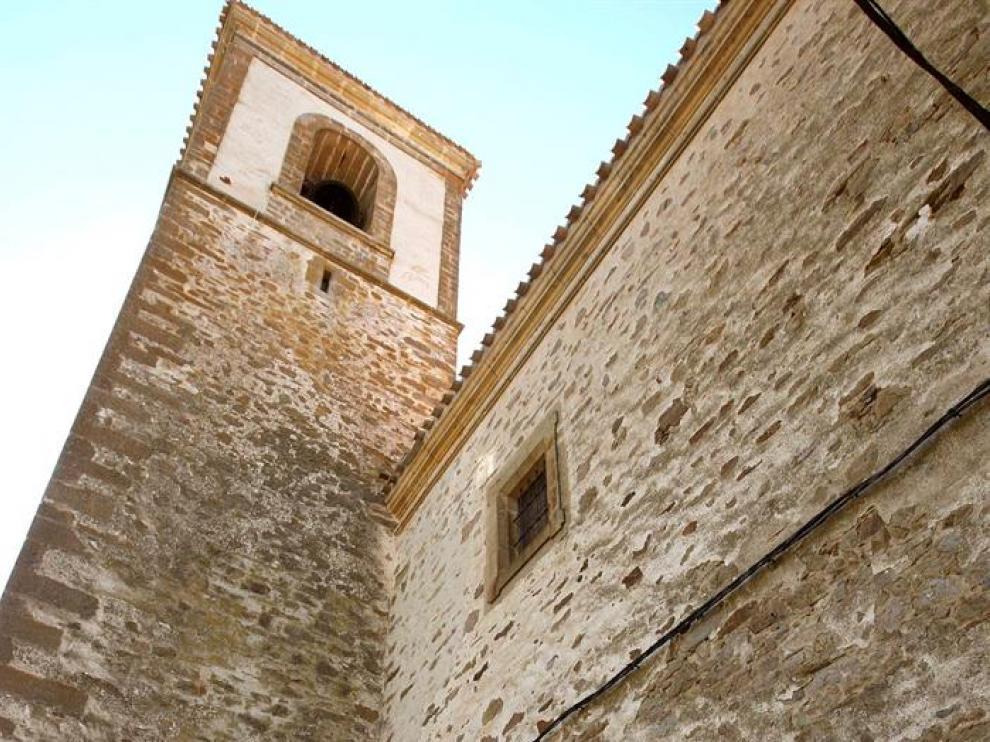 El director general de Patrimonio de la Junta de Castilla y Leon de visita en las obras de la cubierta de la Iglesia de San Millan de Oncala.