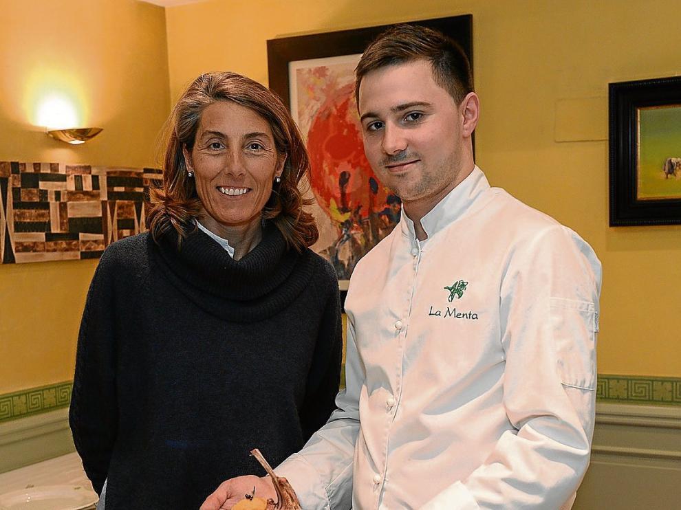 Sofía Lezana, propietaria del restaurante turolense La Menta, y Álvaro López, cocinero.