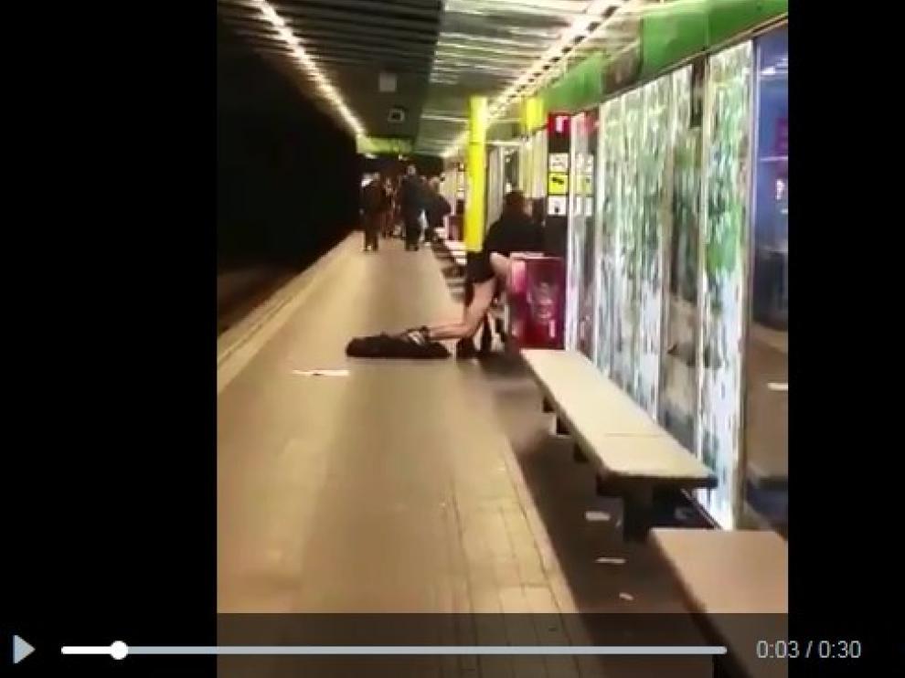 Denuncian a una pareja que practicó sexo en el metro