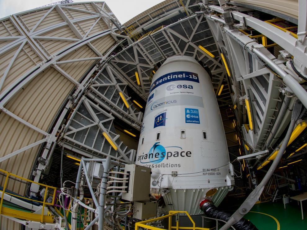 La cofia o parte alta del cohete ruso Soyuz donde está alojado el Sentinel 1B se mantiene refrigerada y en condiciones medioambientales seguras.