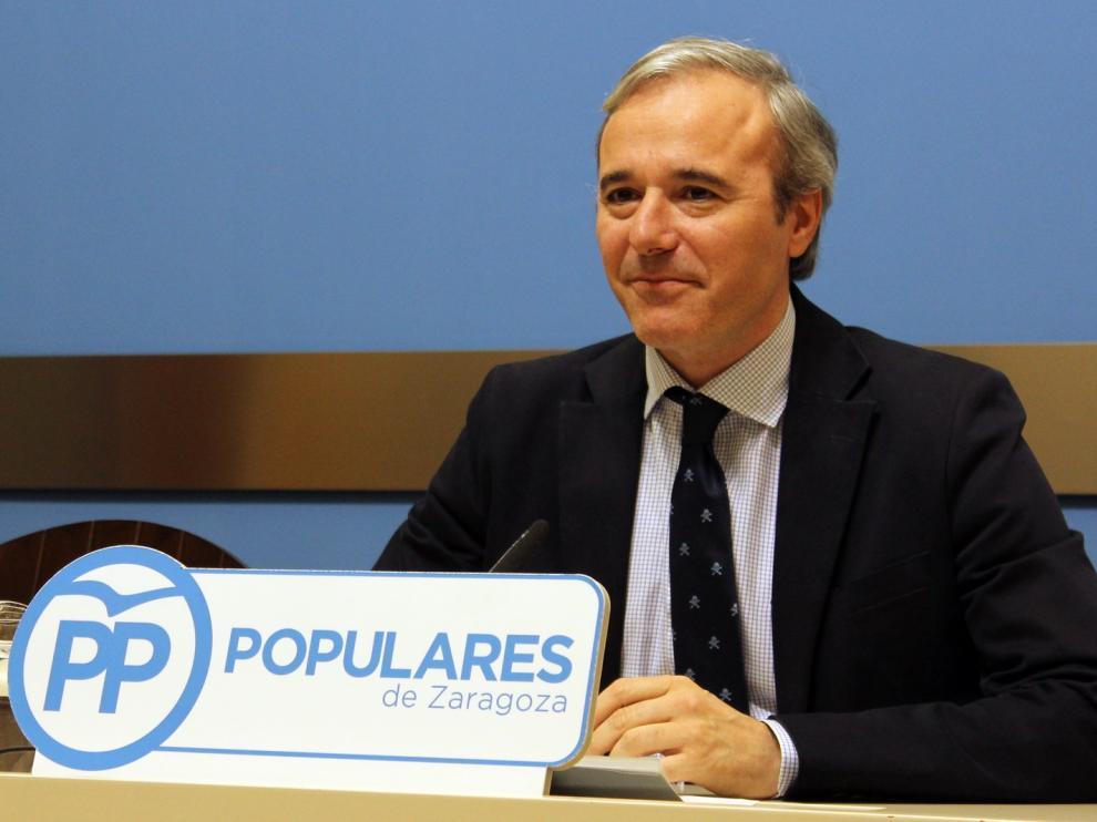 Jorge Azcón durante la rueda de prensa para valorar el preacuerdo alcanzado entre AUZSA y el comité de empresa.