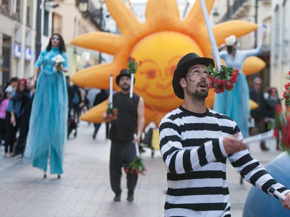 El pasacalles de Ecozine recorrió ayer el centro de Zaragoza.