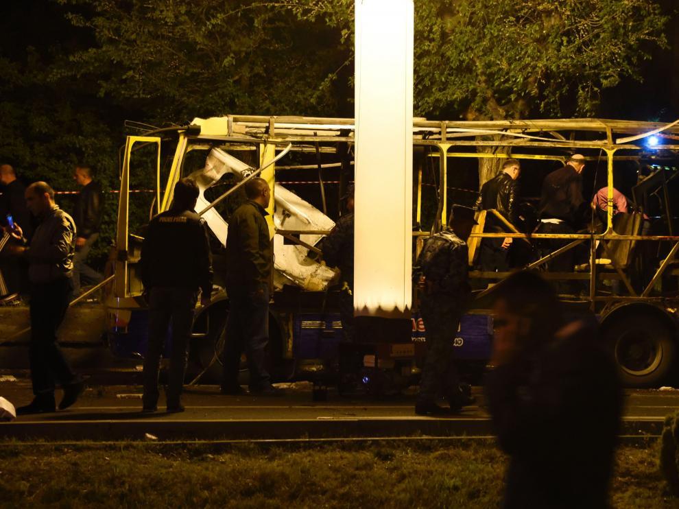 Así quedó el autobús atacado.