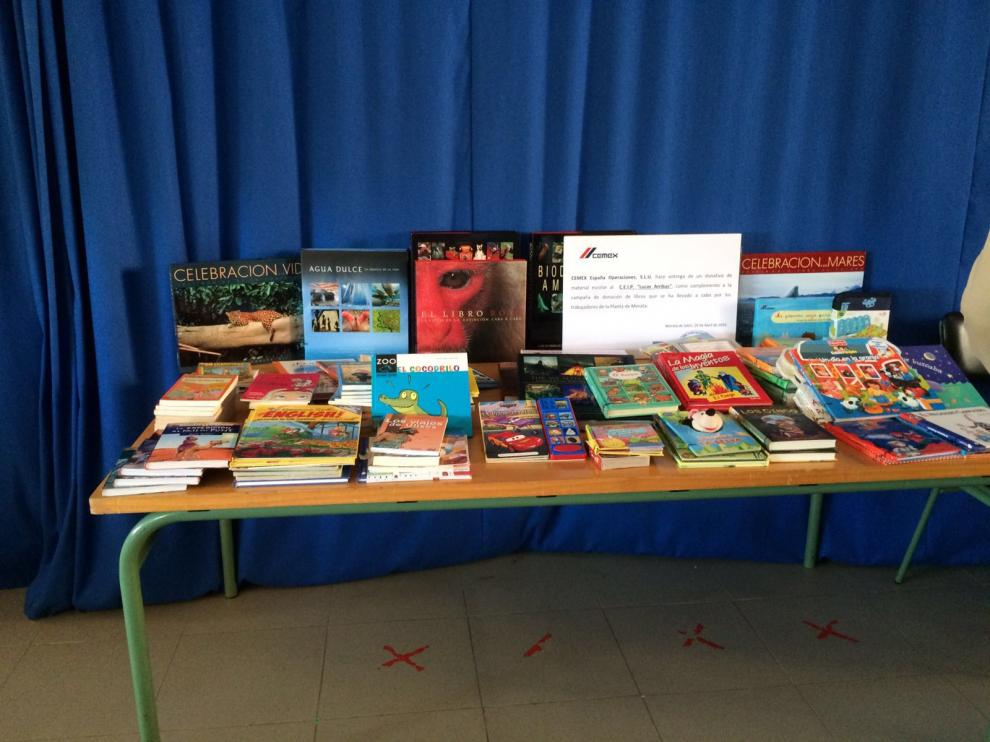 Más de 150 libros han sido donados por los trabajadores de Cemex de Morata y la empresa.