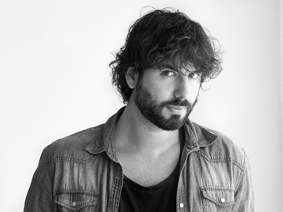 """Mikel Izal, sobre su salto a la literatura: """"Los villanos me van"""""""