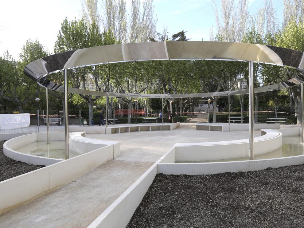 La estructura de la fuente, junto a la entrada del parque por Juan XXIII, está prácticamente terminada.