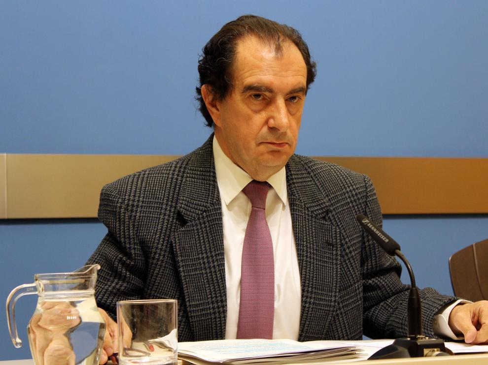 El concejal del PP y presidente del Distrito Universidad, Enrique Collados durante la rueda de prensa.