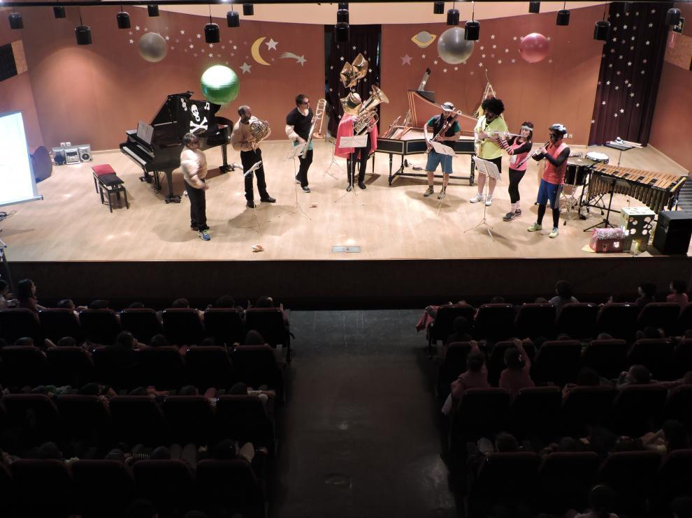 Una de las actuaciones musicales para los colegios en el auditorio del Conservatorio de Huesca.