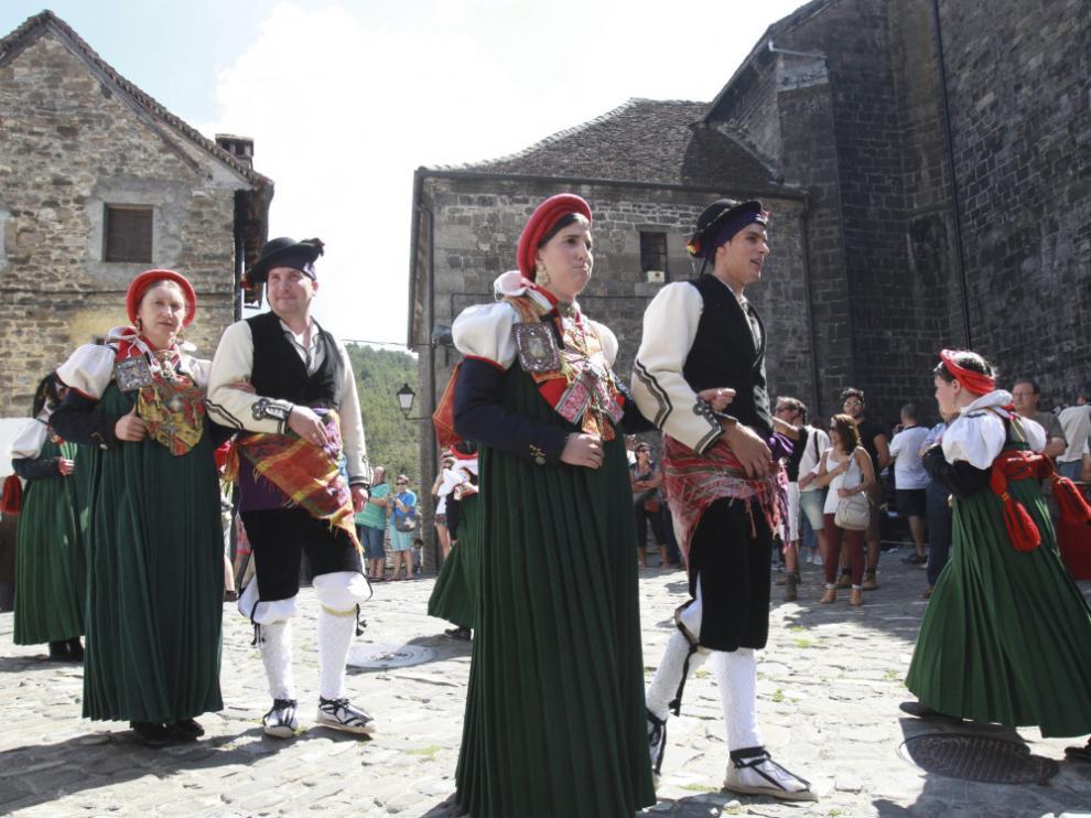 El último domingo de agosto, Ansó celebra el Día del Traje Ansotano.