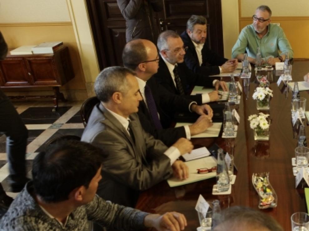 El Presidente de Aragón, Javier Lambán, y la consejera de Economía e Industria, Marta Gastón, reciben a representantes de Carbunión, FITAG-UGT y de CC. OO.
