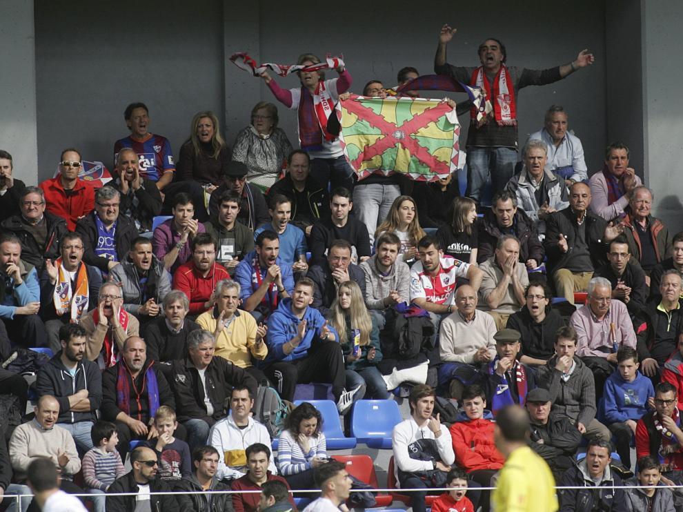 Las peñas se unen al llamamiento que ha hecho el club para llenar este sábado El Alcoraz en un partido vital para la salvación.