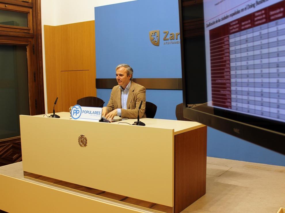 Jorge Azcón, durante la rueda de prensa.