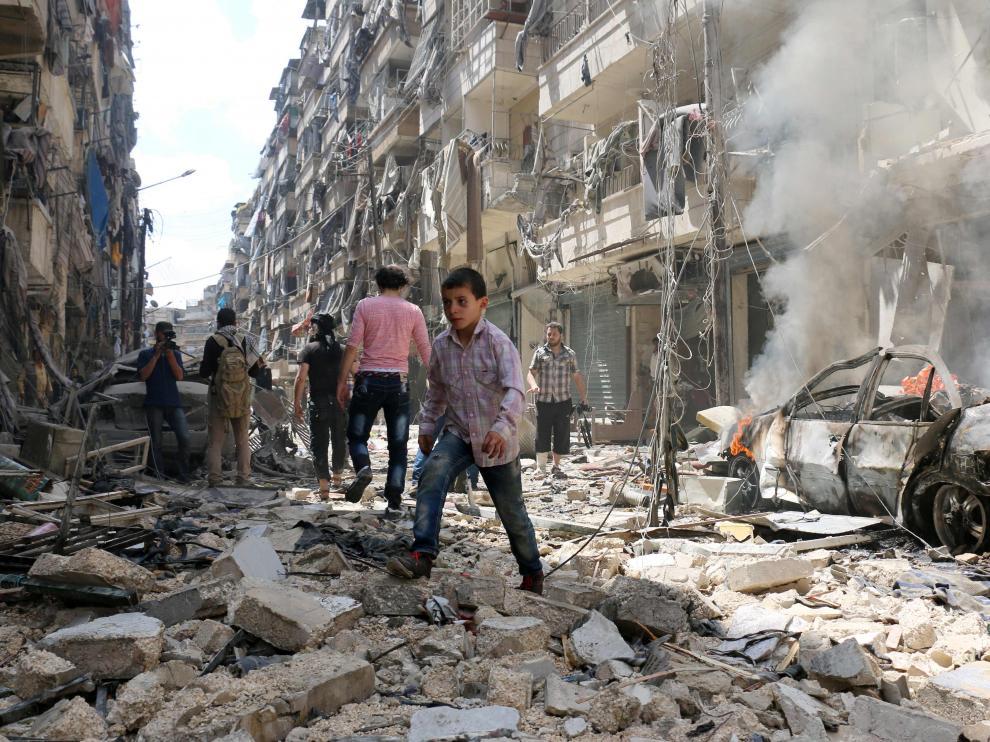 Una de las calles de Alepo, destrozada por los ataques.