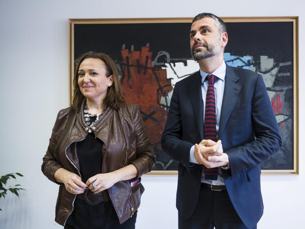 Los consejeros de Cultura de Aragón y Cataluña, Mayte Pérez y Santi Vila, se reunieron el 25 de febrero y Vila anunció la entrega de 53 piezas de Sijena, ahora abortada.