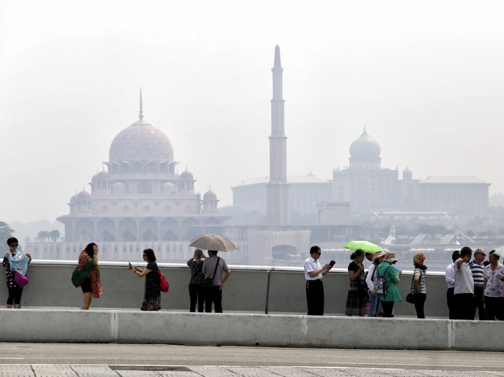Aunque el suceso ha ocurrido en Malasia, los expertos dicen que los brotes de histeria colectiva son cada vez más comunes en todo el mundo.