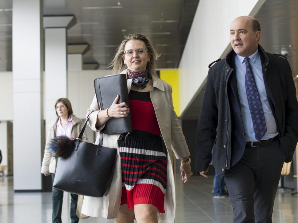 La gerente de Los Tranvías de Zaragoza, Ana María Moreno, ayer, antes de prestar declaración.