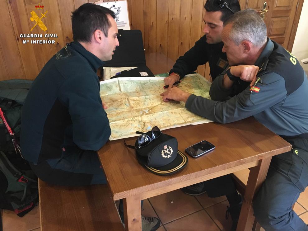 Reunión de coordinación con los equipos existentes para repartir las zonas a batir.