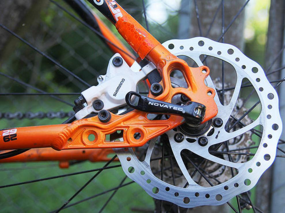 Los frenos de disco desaparecen del ciclismo profesional.