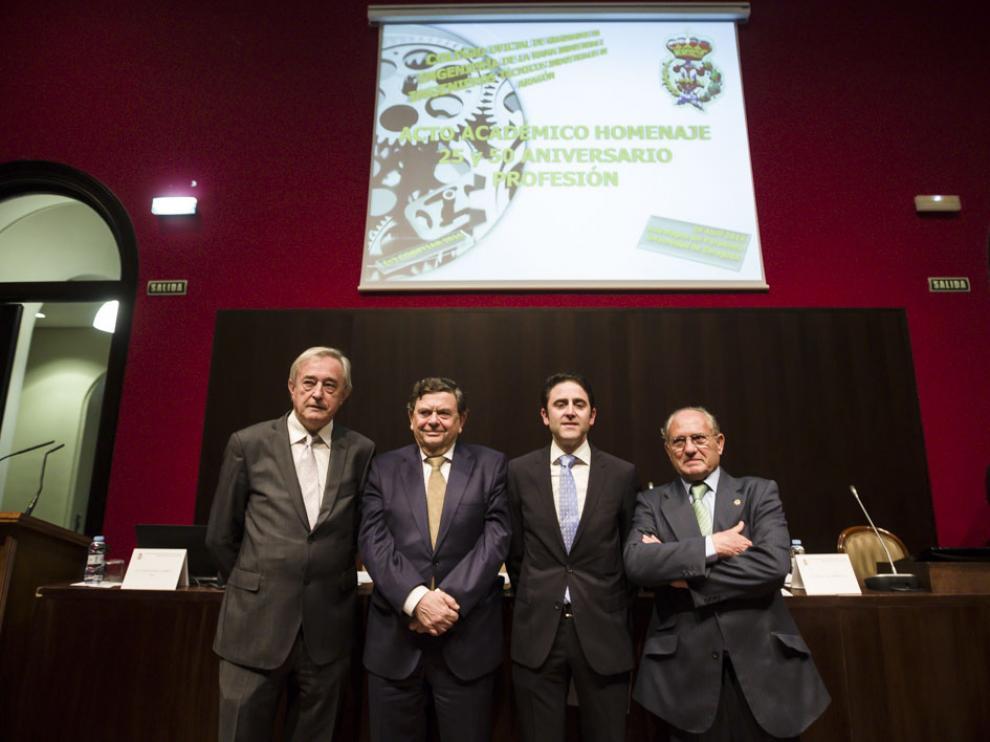 Javier Ferrer Dufol, Manuel López, José Antonio Galdón y Juan Ignacio Larraz, en el Aula Magna del Paraninfo.