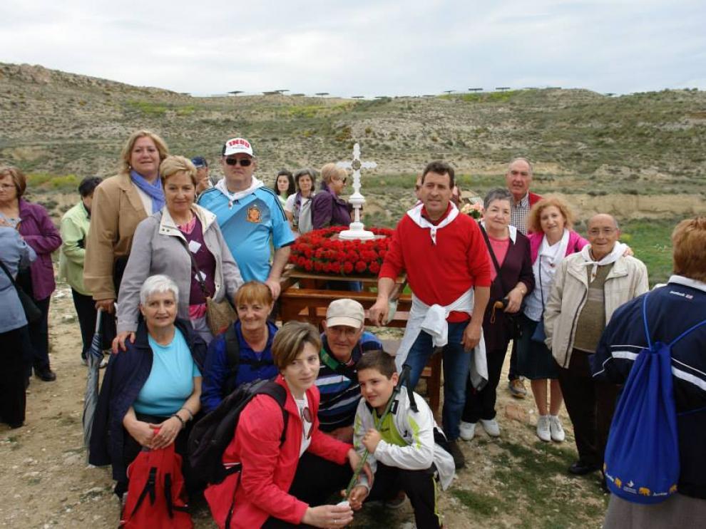 Tradicional traslado de la reliquia de la Vera Cruz en romería hasta el santuario de Ribota.