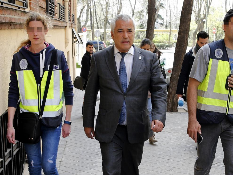 El presidente de Ausbanc, Luis Pineda, tras ser detenido.