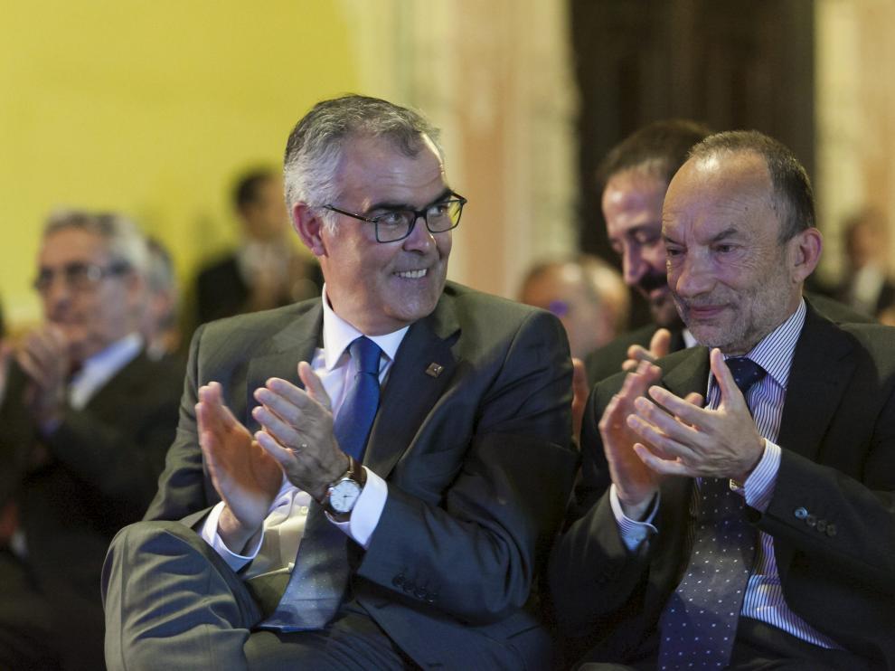 Ángel Adiego, consejero delegado de Lacor, y Ramón Tejedor, director del IAF, en el acto de ayer.