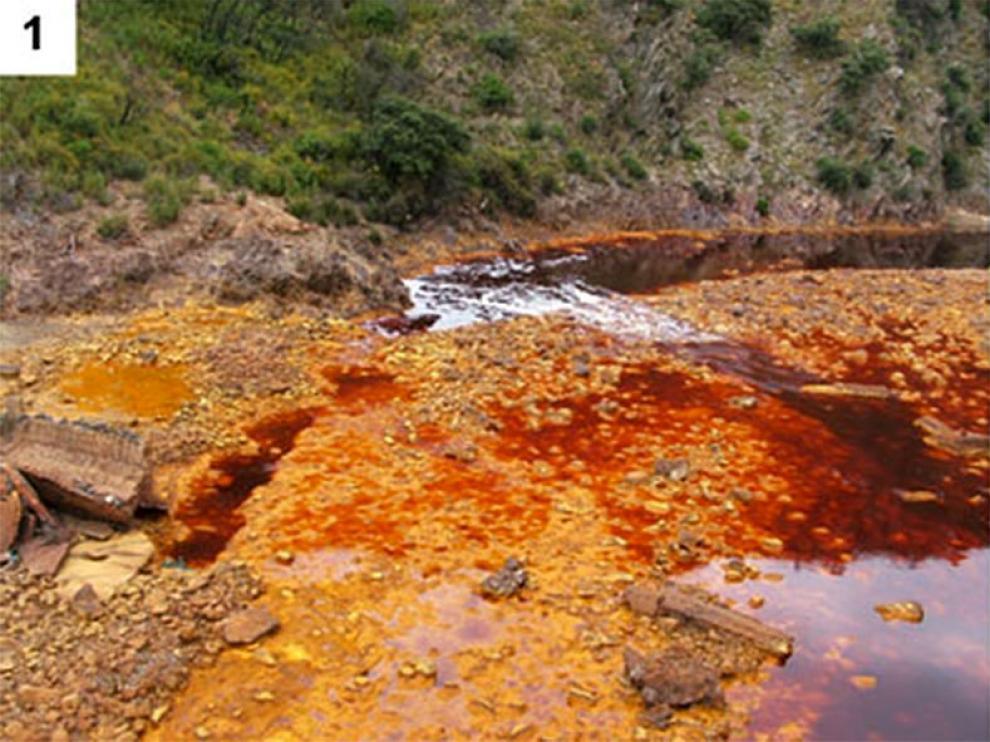 Las amarillas aguas del Río Tinto.