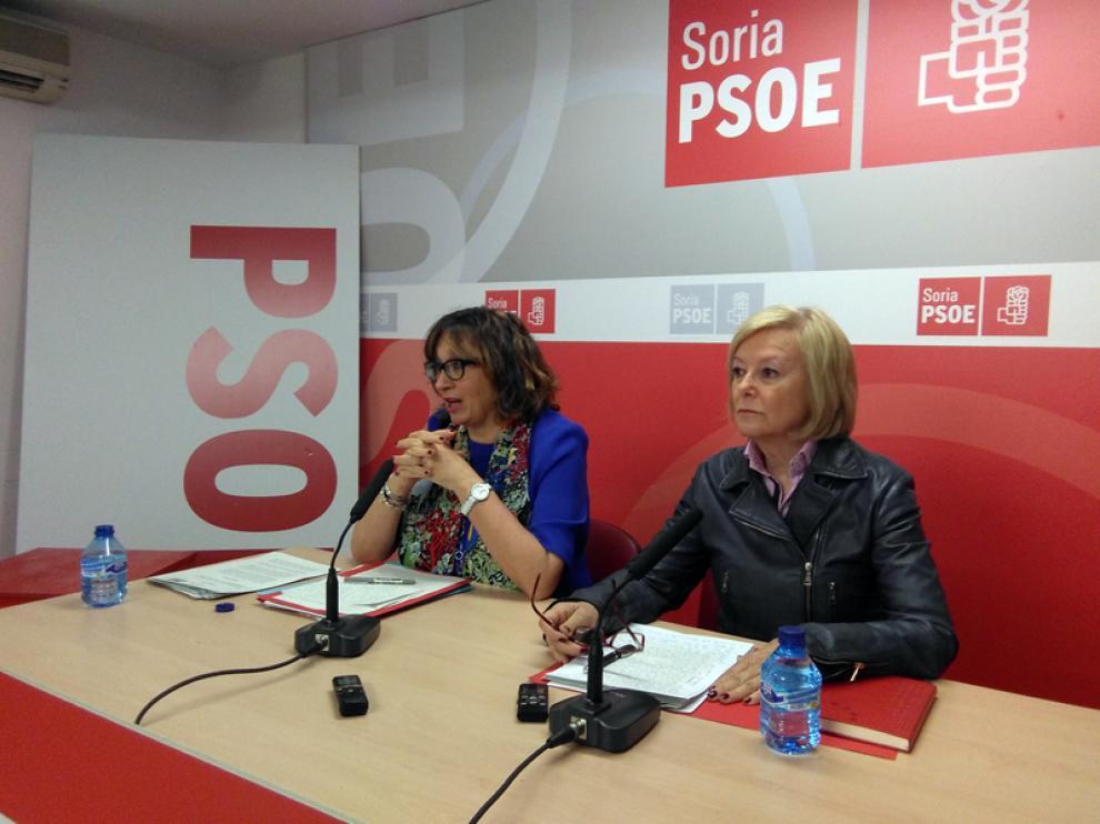 La portavoz socialista en la Comisión de Interior del Senado, Carmen Pereira,  junto a la senadora socialista por Soria María Irigoyen.