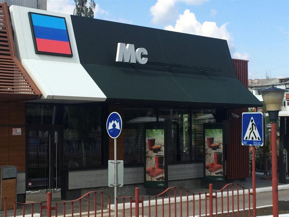El supuesto restaurante que plagia a McDonald's en Lugansk (Ucrania).